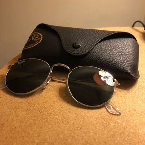 Ray ban sunglasses (NEW WORN ONCE)!!